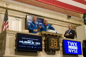 STS-125_Crew_Visits_the_Stock_Exchange